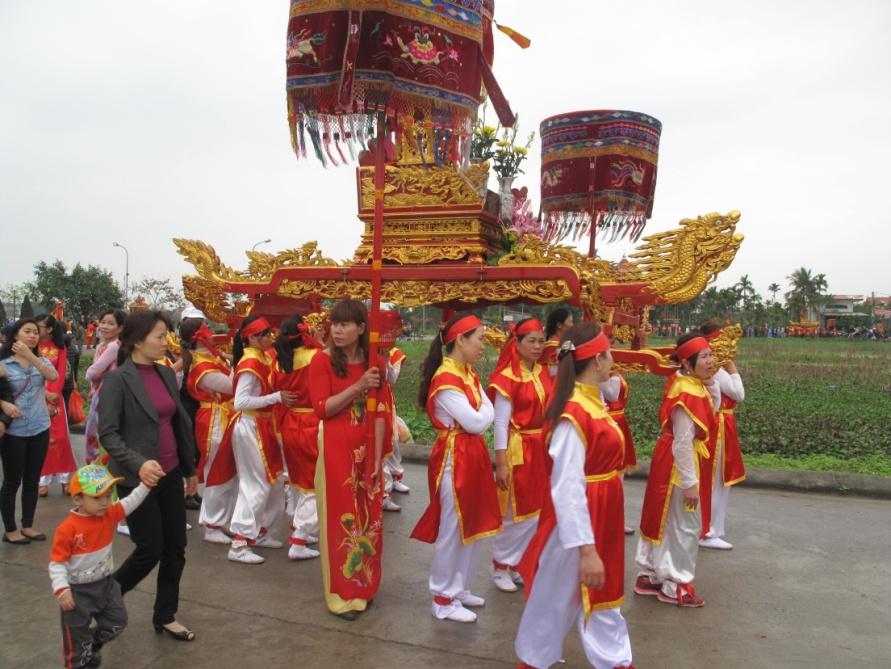Đoàn rước long ngai Ngô Vương Quyền tại Lễ hội Từ Lương Xâm