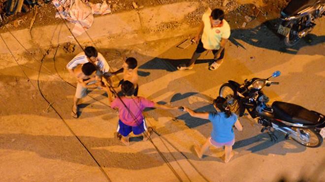 Nhóm thanh niên lao vào đánh nhau sau một chầu nhậu tại quận 2 TP HCM (Ảnh:Hữu Khoa)