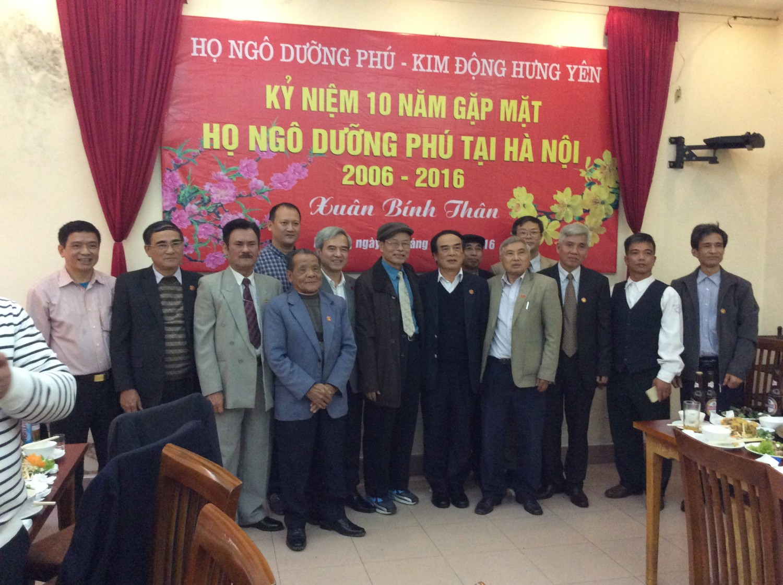 Ban Liên lạc chụp ảnh chung với các vị khách mời