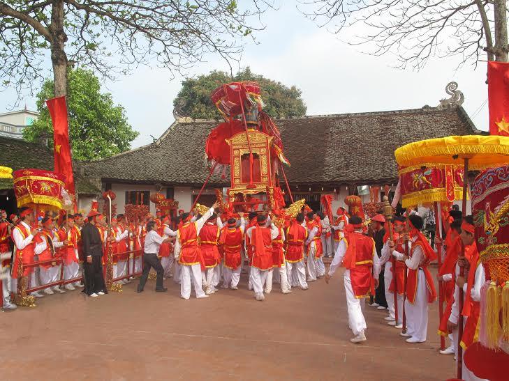 Lễ hội thôn Phí Trạch, xã Phương Tú, Ứng Hòa, Hà Nội rước Thần hoàng làng Ngô Xương Xí